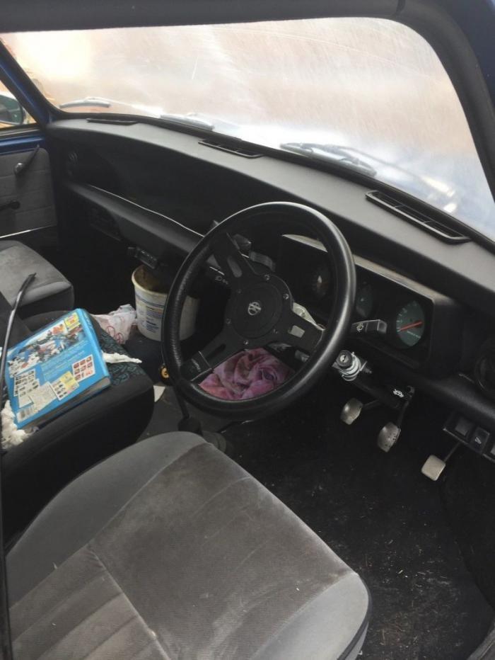 Классический Austin Mini с нестандартным расширенным кузовом (7 фото)