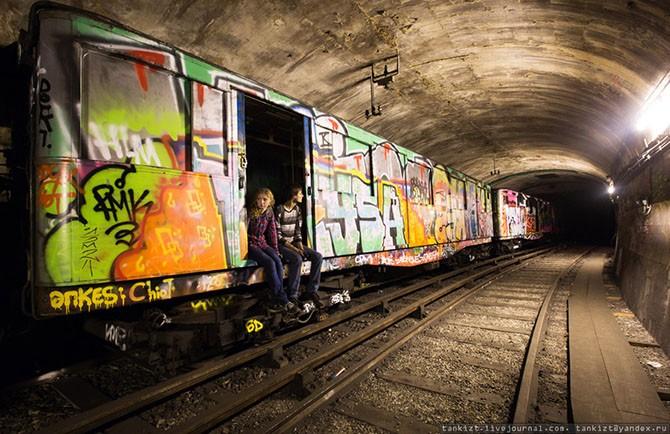 Путешествие по подземному Парижу (23 фото)