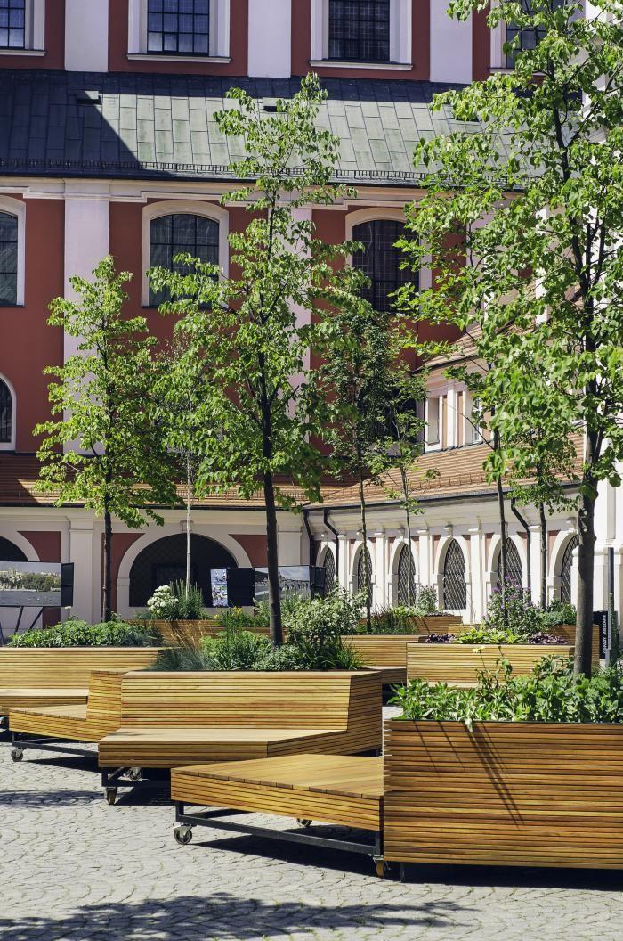 Дворик здания муниципалитета в Польше (12 фото)