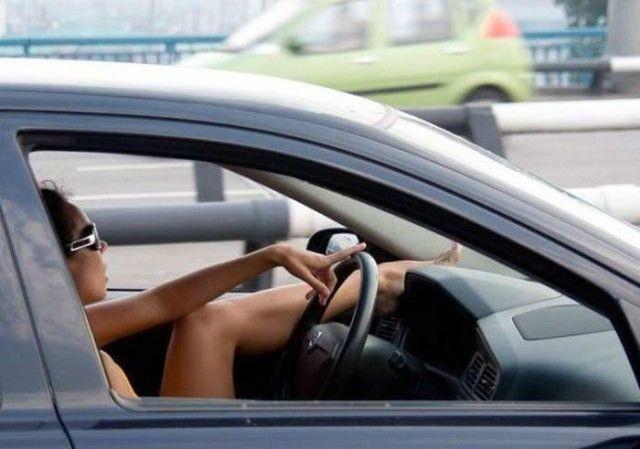 Женщины за рулем (20 фото)