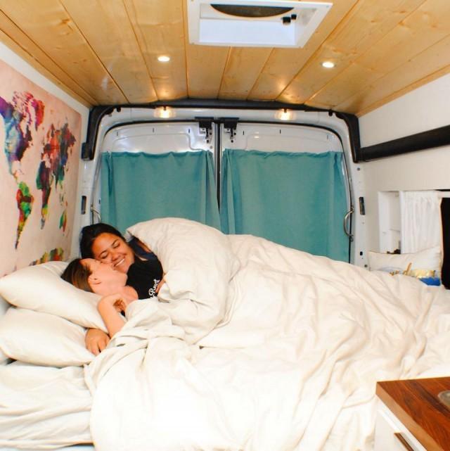 Романтические фото людей, выбравших жизнь на колесах (25 фото)
