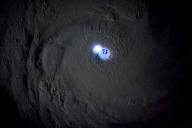 Потрясающие фотографии прямиком с борта МКС (15 фото)