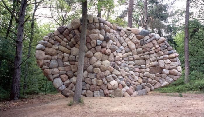 Скульптуры из камней (12 фото)