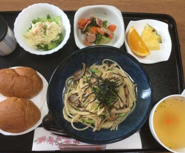 Еда в японской больнице (12 фото)