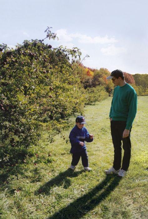 Парень поместил себя на свои же детские фото (11 фото)