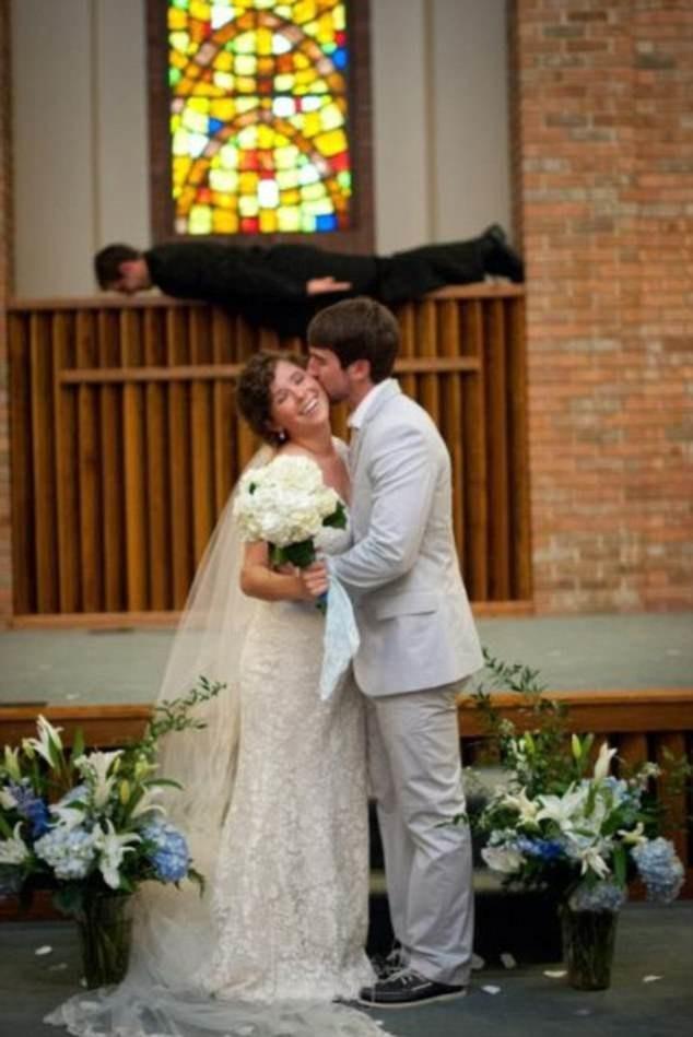 Порадуйтесь, что это не ваши свадебные фотографии! (13 фото)