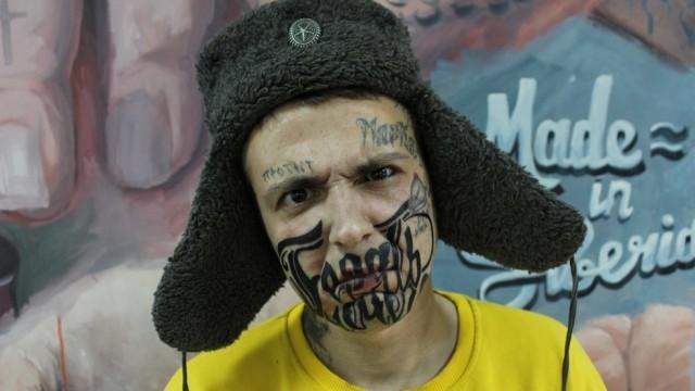 Красноярец набил на лице татуировку со словами «Терять нечего» (4 фото)