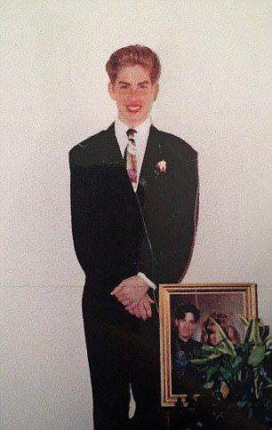 Ботан превратился в транс-Барби, потратив на операции миллион долларов (11 фото)
