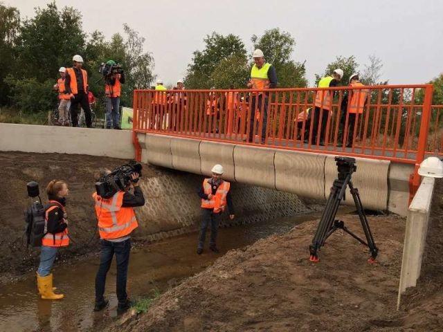 В Нидерландах установили мост, напечатанный на 3D-принтере (6 фото)