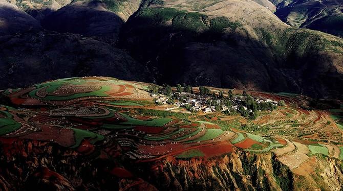 Потрясающие фотографии красных земель Дончуаня (25 фото)