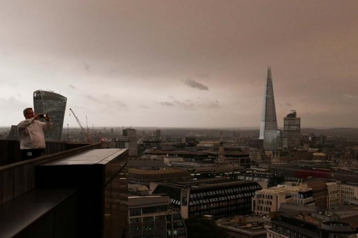Ураган «Офелия» в Великобритании (11 фото)