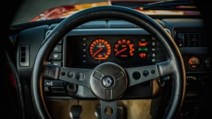 30-летний Renault R5 Turbo 2 Evo выставлен на аукцион (27 фото)