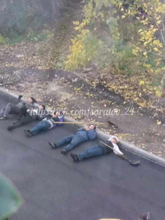 Отдых саратовских дорожников позабавил пользователей сети (2 фото)