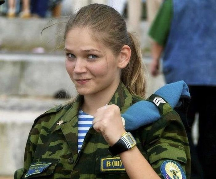 Курсантки высшего воздушно-десантного командного училища (12 фото)