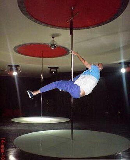 Отфотошопте моего друга, чтоб не было видно, что он пьяный (8 фото)