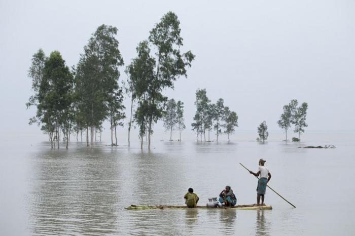 Колоритный репортаж из самой перенаселенной страны миры (23 фото)