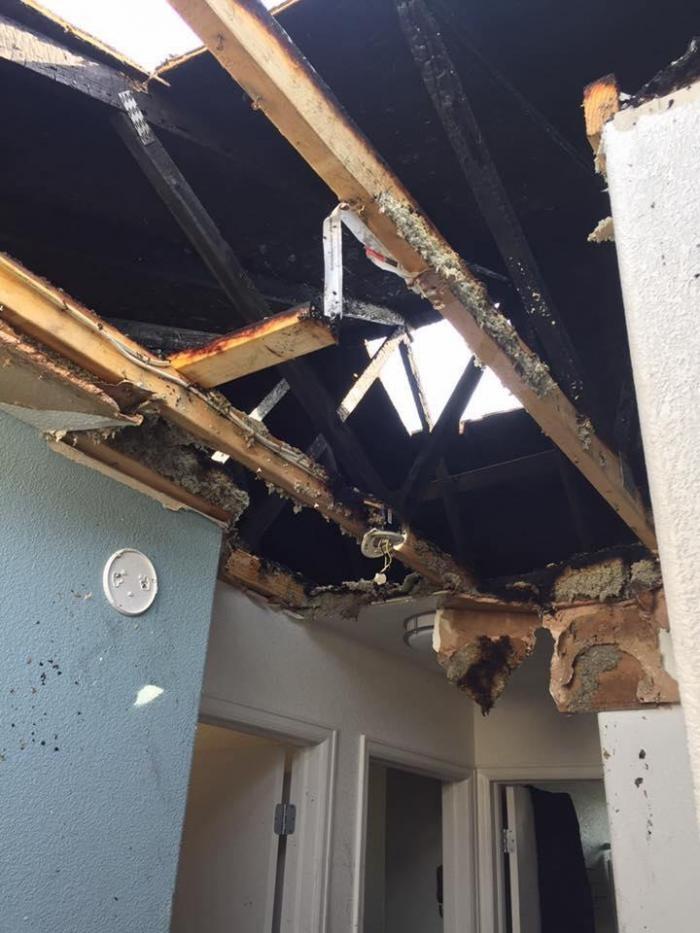 Когда в дом ударила молния (5 фото)