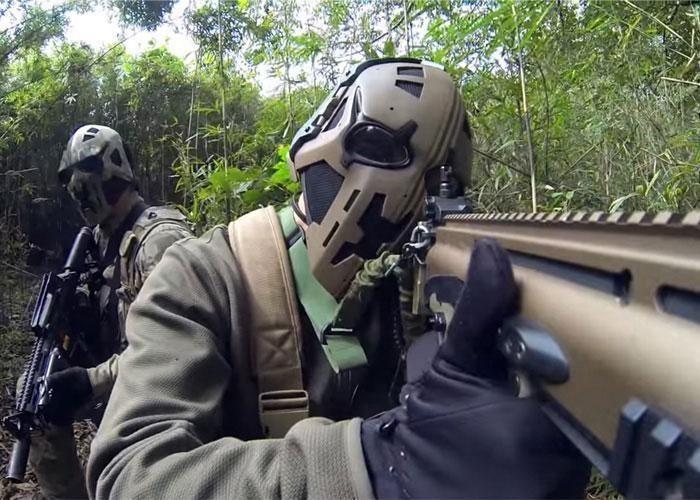 """Кевларовые шлемы британского спецназа в стиле """"Звездных войн"""" (3 фото)"""