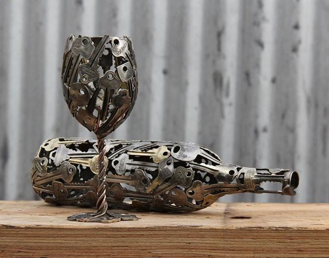 Невероятные предметы из старых ключей и монет (11 фото)