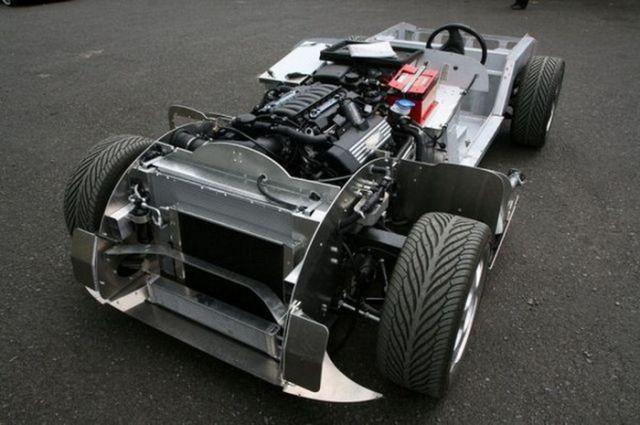 Как выпускают автомобили марки Morgan (18 фото)