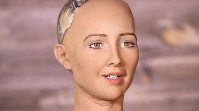 Робот София получил гражданство Саудовской Аравии (2 фото)