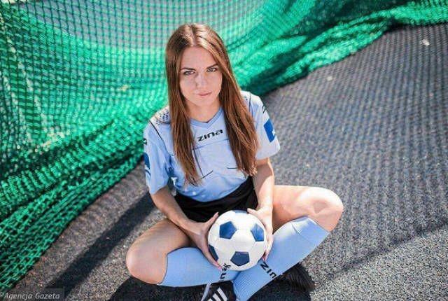 Каролина Божар - «самая красивая женщина в польском футболе» (14 фото)
