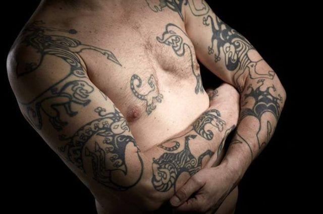 Канадский ученый украсил тело татуировками с тела 2500-летней мумии скифа (3 фото)