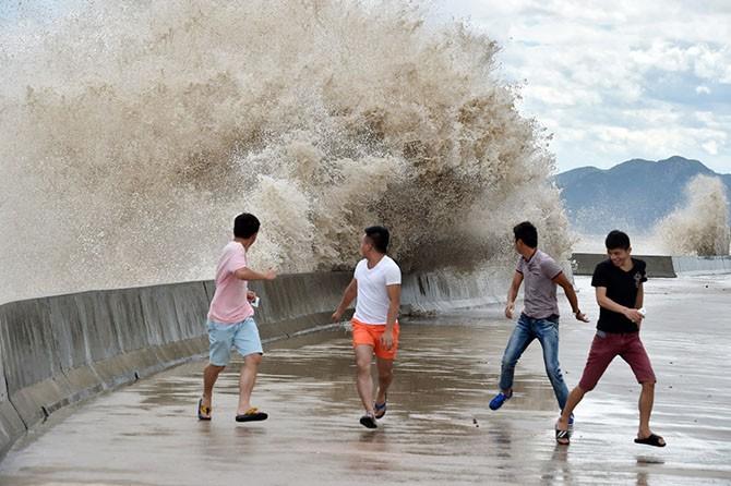 Тайфун Чан-хом в Китае (15 фото)