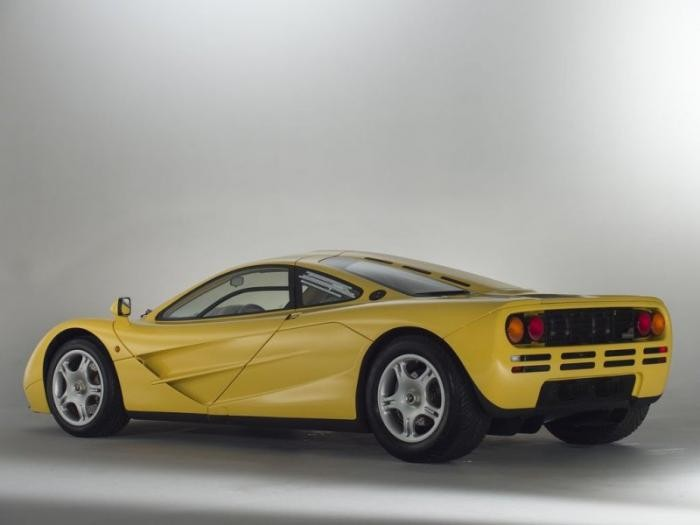 Новенький McLaren F1 в заводской упаковке на продажу (34 фото)