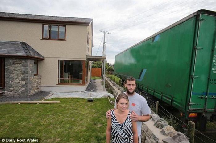 Когда у вас закончились аргументы, а соседи все еще бесят - везите грузовой прицеп (6 фото)