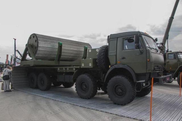 Комплекс временных дорог на базе грузовика КамАЗ (3 фото)