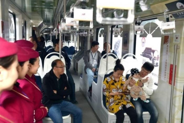 Китайские конструкторы создали трамвай на водородном топливе (4 фото)