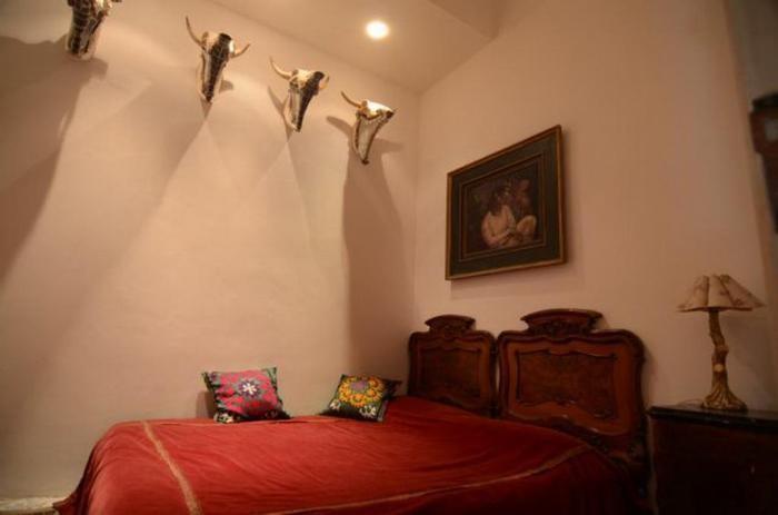 В центре Палермо сдается комната с рогами и чертями (5 фото)
