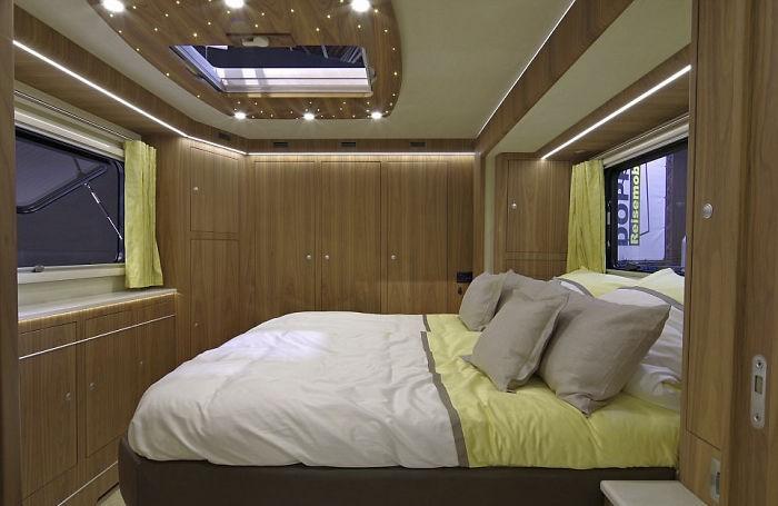 Роскошный дом на колесах стоимостью 1,7 млн долларов (9 фото)