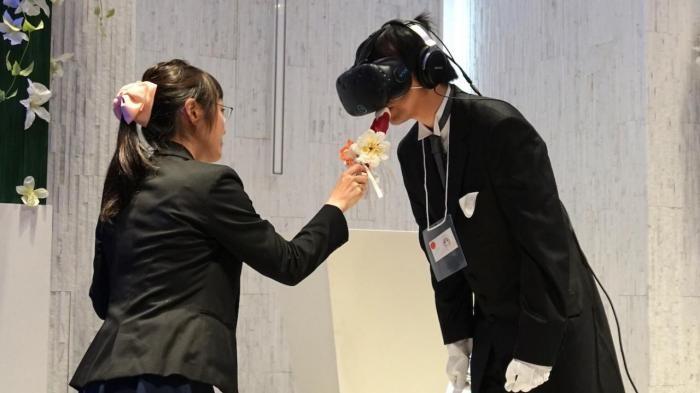 Первая виртуальная свадьба состоялась в Японии (4 фото)