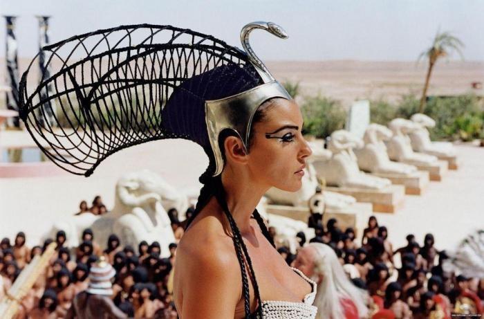 Ярчайшие образы Клеопатры в кино (8 фото)