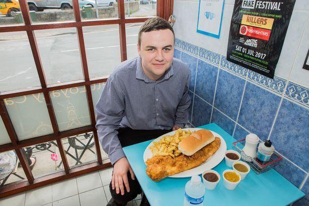 Всего семь человек в Англии смогли съесть это блюдо (10 фото)