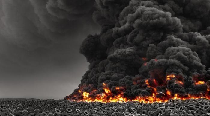 Крупнейшая в мире свалка покрышек - в Кувейте (5 фото)