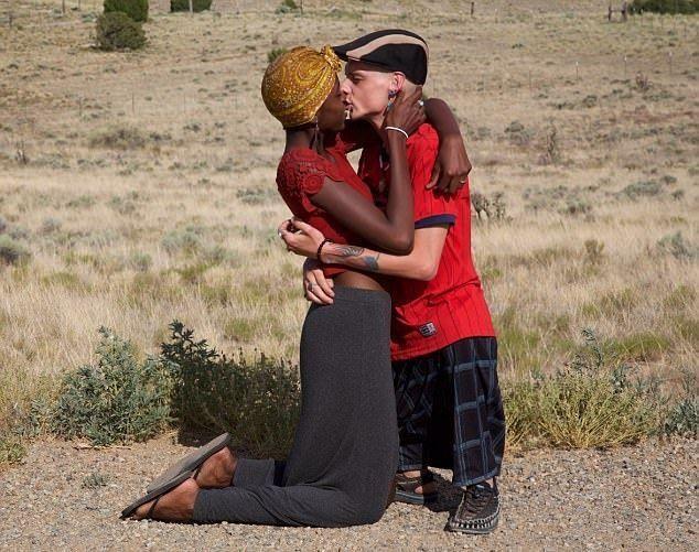 Мужчина без бедер закрутил роман с молодой девушкой (14 фото)