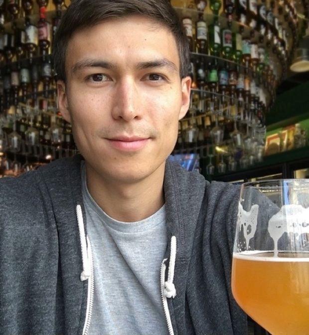 Парень поставил эксперимент и выпивал литр пива ежедневно (3 фото)