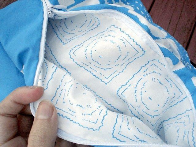 Подушка и спальный мешок в виде презерватива (7 фото)