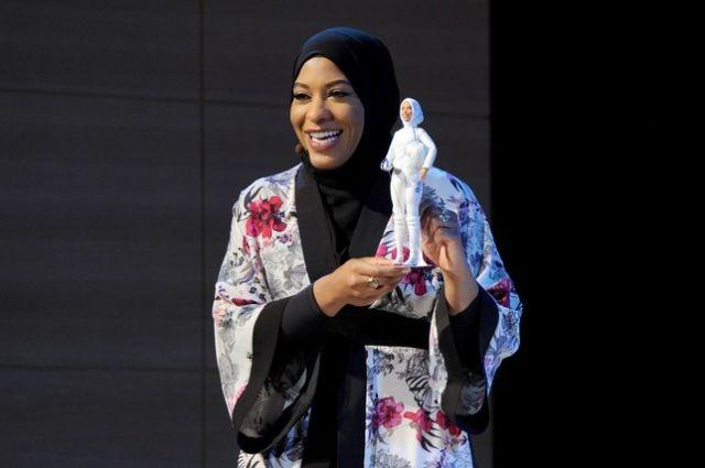 Куклу Барби одели в хиджаб (3 фото)