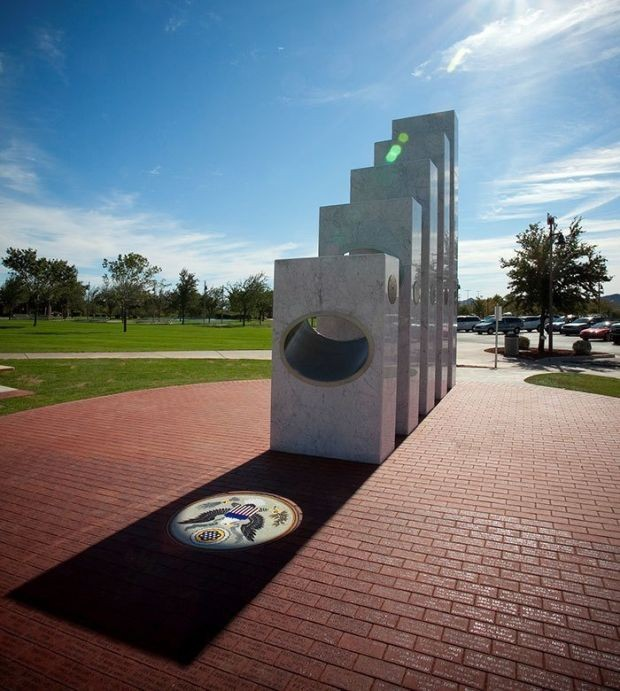 Необычный памятник американским ветеранам в городе Антем (7 фото)