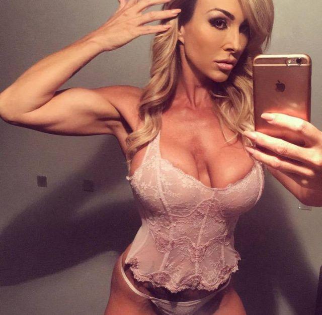 Как австралийская женщина за 40 сделала карьеру в эскорте и порно (3 фото)