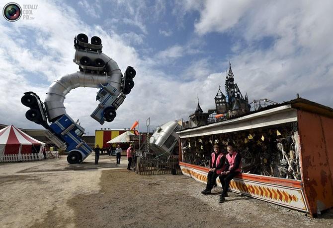 Добро пожаловать в жуткий тематический парк Бэнкси (25 фото)