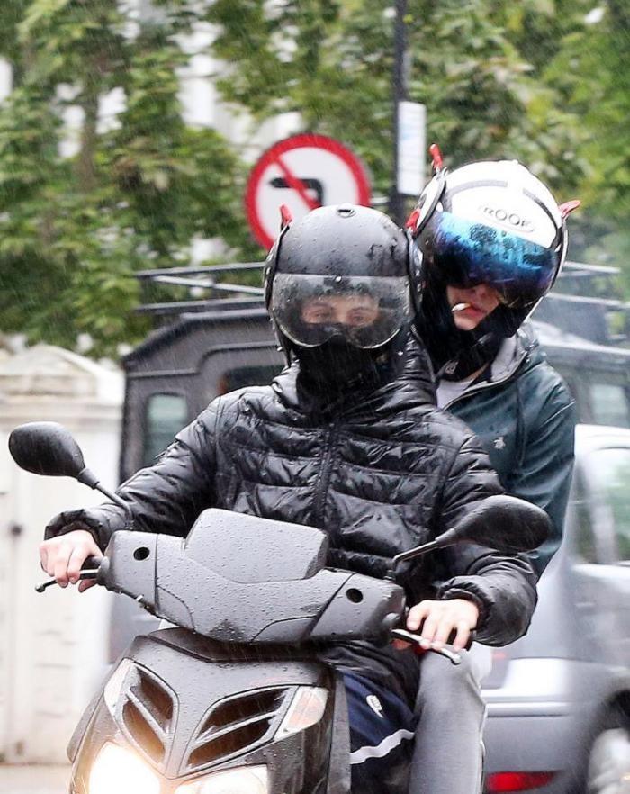 Гангстеры на скутерах терроризируют британскую столицу (4 фото)