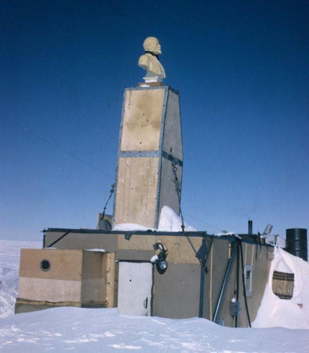 Заброшенные полярные станции (42 фото)