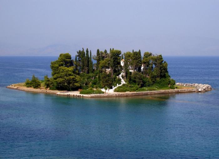 Самые маленькие обитаемые острова мира (10 фото)