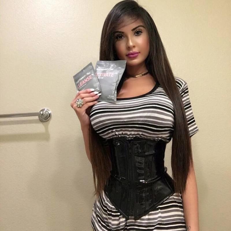 Поклонница Кардашьян потратила полмиллиона долларов на пластику, чтобы выглядеть как Ким (15 фото)