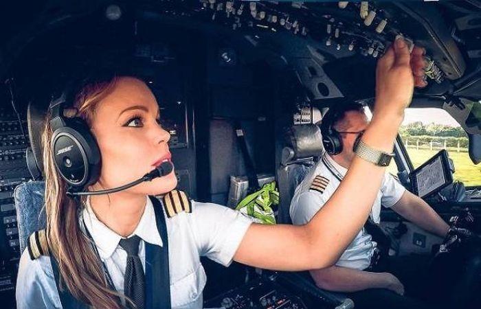 Малин Осибан - привлекательный пилот из Швеции (15 фото)